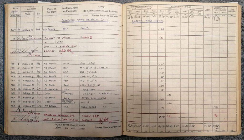 Andrew Cole RAF Pilot log book - Errol Barrow Navigator 31 OTU